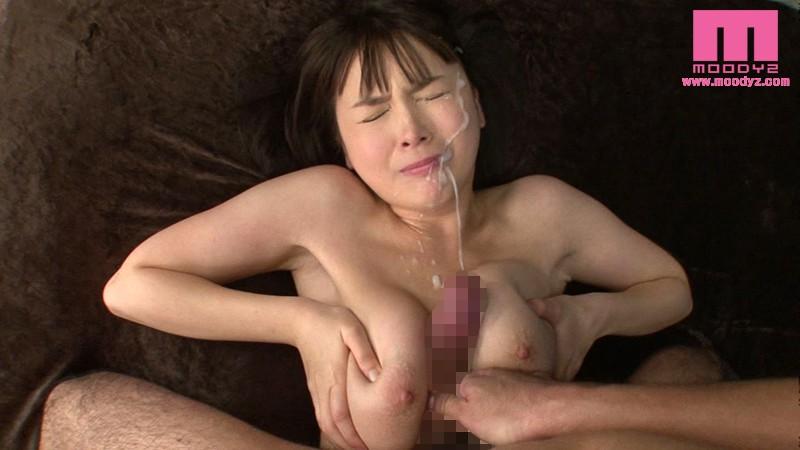 【パイズリエロ画像】乳ま○ことはよく言ったもの…パイズリからの大量挟射!
