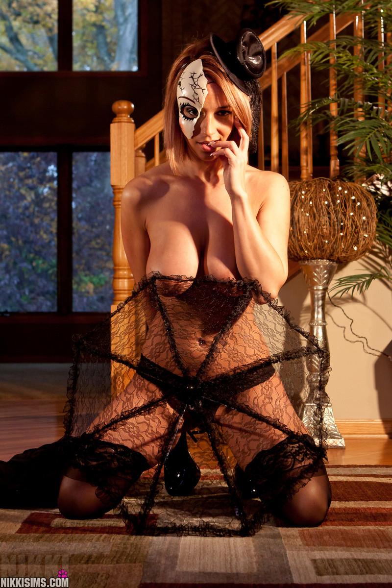 【海外エロ画像】ハロウィンはコレ着てお菓子よりイタズラ!?な海外エロコス美女たち!