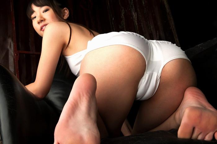 【マンスジエロ画像】女の子の股間に浮かんだこのスジってやっぱりあのスジなのか?w 07