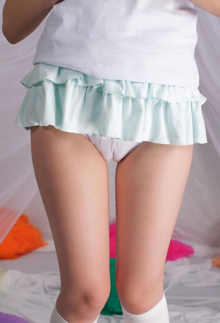 【マンスジエロ画像】女の子の股間に浮かんだこのスジってやっぱりあのスジなのか?w 15