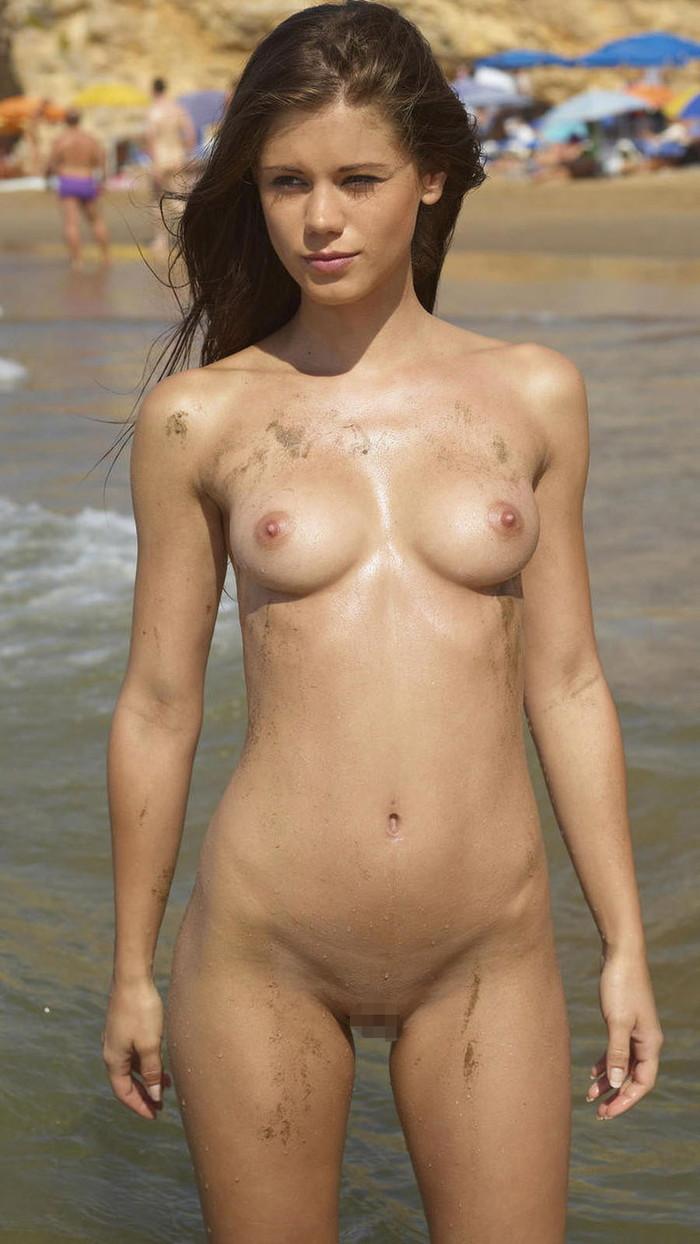 【ヌーディストビーチエロ画像】公衆の面前で裸体をさらすヌーディストたち!エロ過ぎるだろ! 17