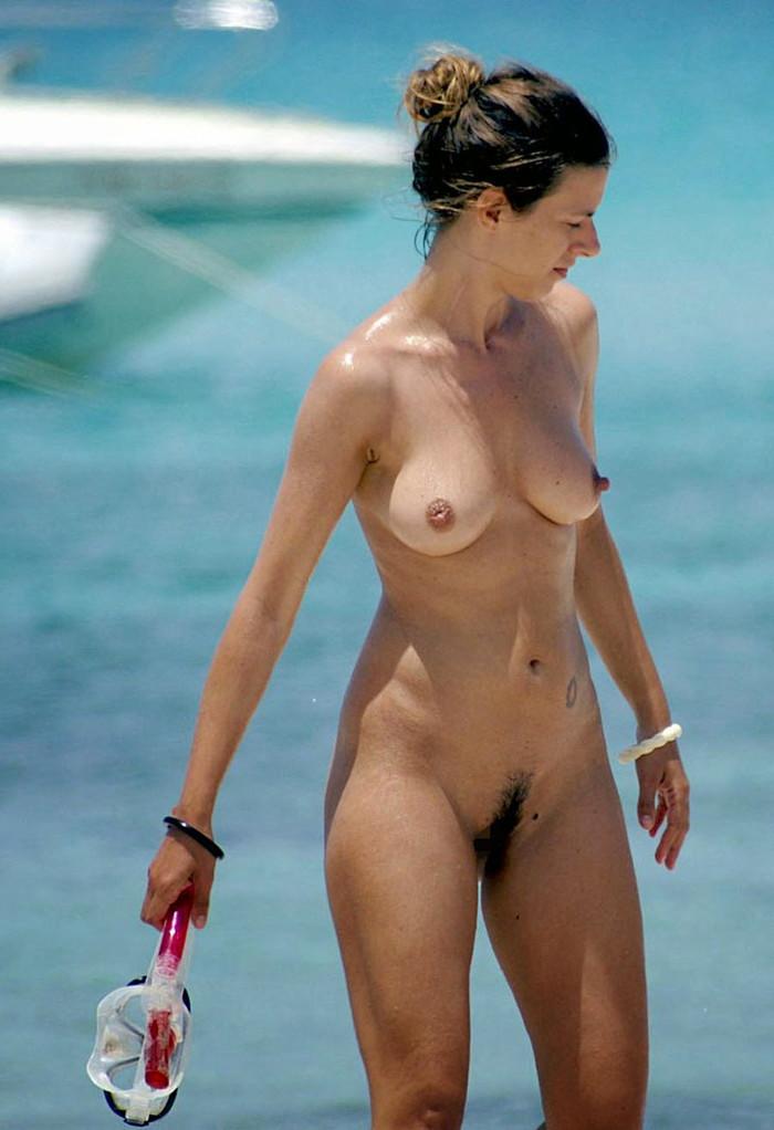 【ヌーディストビーチエロ画像】公衆の面前で裸体をさらすヌーディストたち!エロ過ぎるだろ! 18