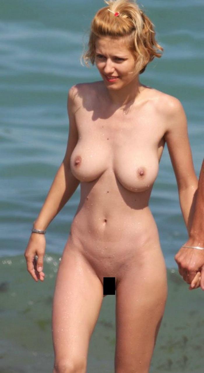 【ヌーディストビーチエロ画像】公衆の面前で裸体をさらすヌーディストたち!エロ過ぎるだろ! 21