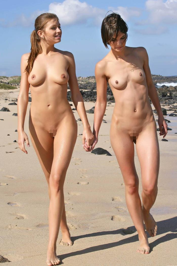 【ヌーディストビーチエロ画像】公衆の面前で裸体をさらすヌーディストたち!エロ過ぎるだろ! 25