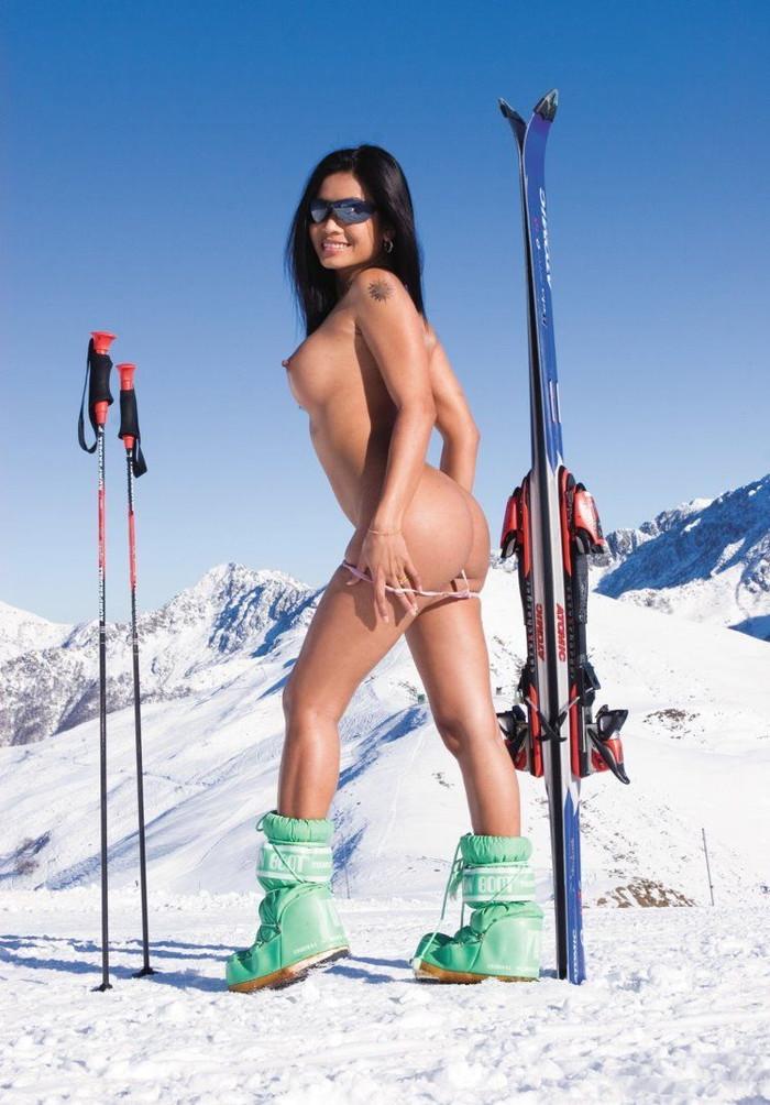 【全裸スポーツエロ画像】正気か!?全裸でスポーツをする女の子たち!www 02