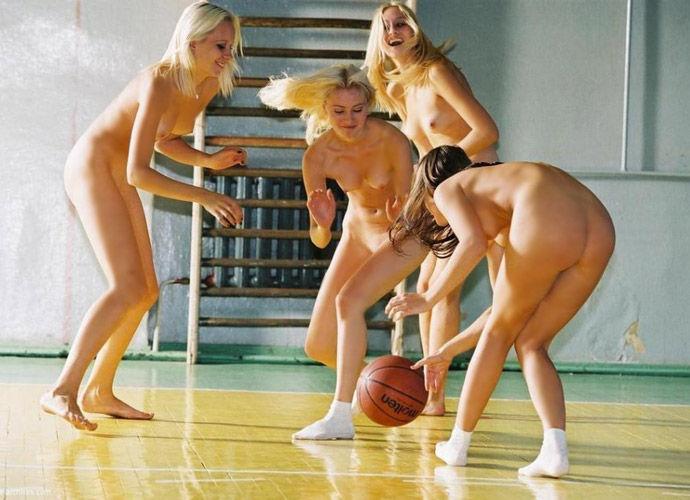 【全裸スポーツエロ画像】正気か!?全裸でスポーツをする女の子たち!www 05