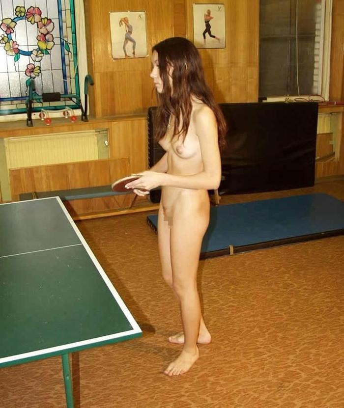 【全裸スポーツエロ画像】正気か!?全裸でスポーツをする女の子たち!www 13
