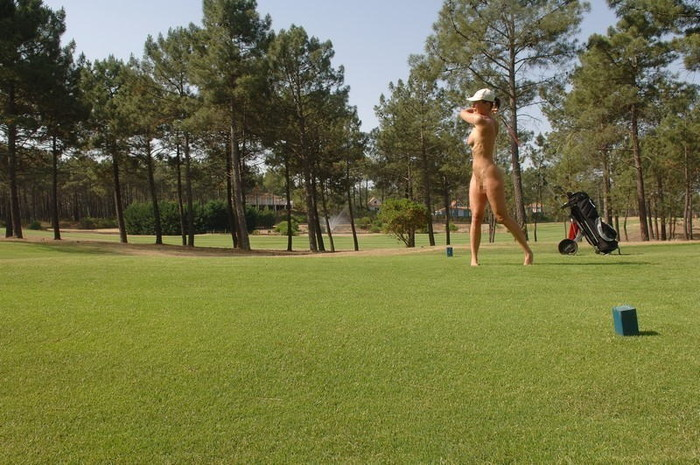 【全裸スポーツエロ画像】正気か!?全裸でスポーツをする女の子たち!www 14