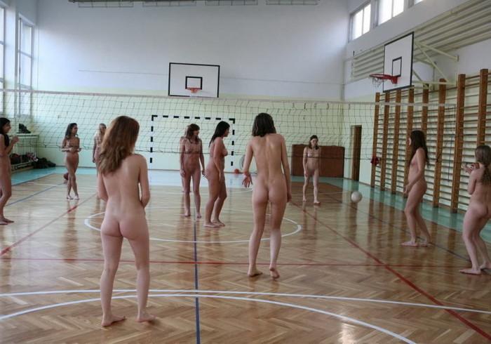 【全裸スポーツエロ画像】正気か!?全裸でスポーツをする女の子たち!www 24