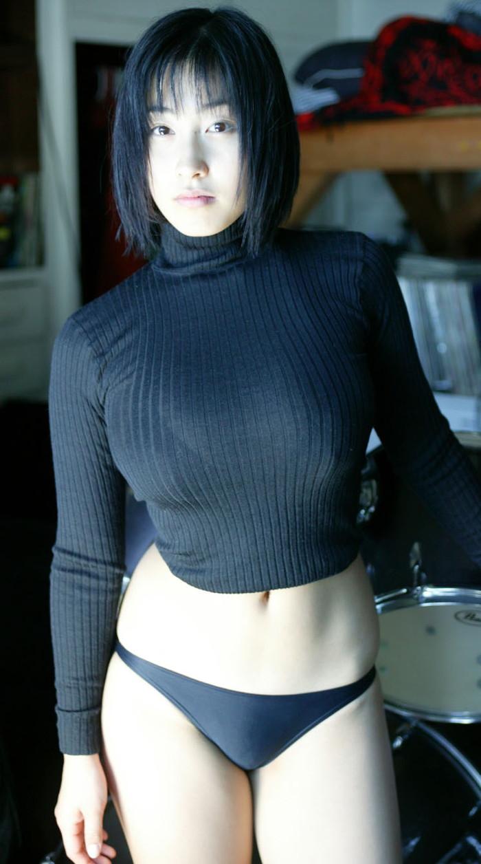 【着衣巨乳エロ画像】はち切れそうな着衣おっぱいに思わず勃起したwww 14