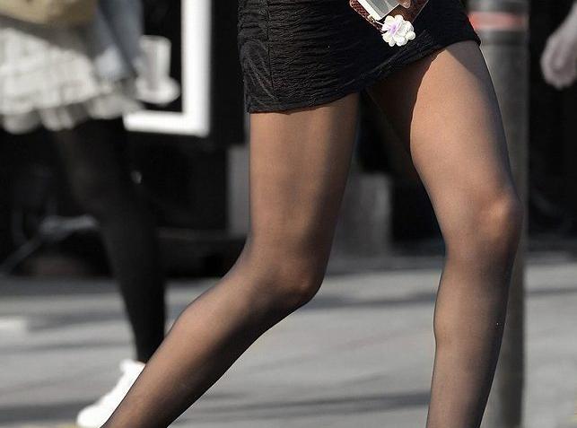 【街撮り美脚エロ画像】思わず二度見!?街中で見かけた美脚まんさん特集!www