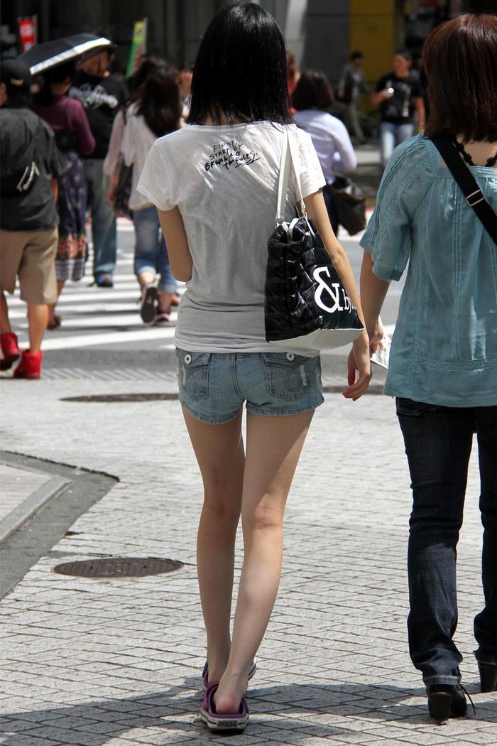 【街撮り美脚エロ画像】思わず二度見!?街中で見かけた美脚まんさん特集!www 06