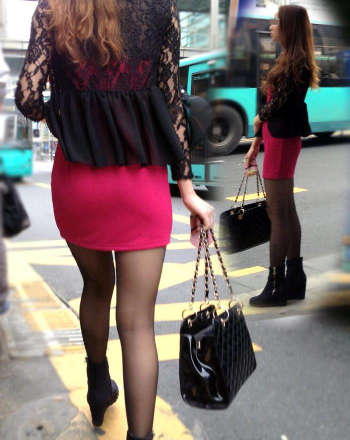 【街撮り美脚エロ画像】思わず二度見!?街中で見かけた美脚まんさん特集!www 18