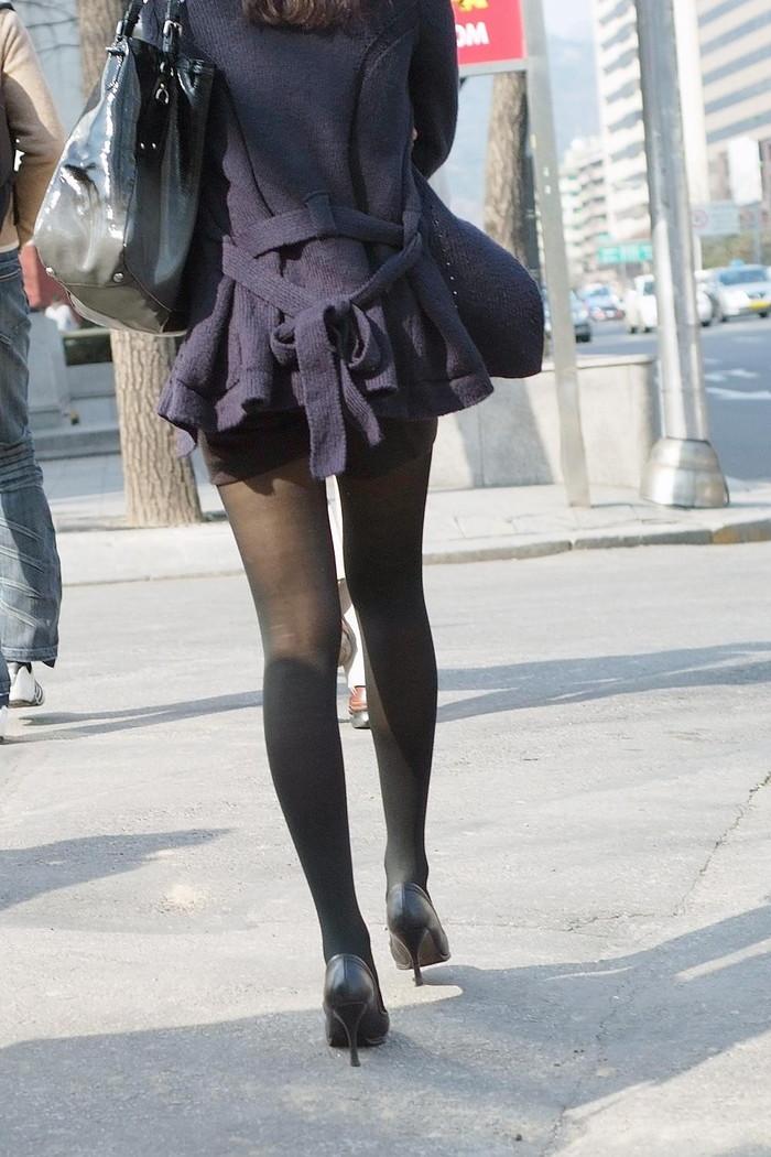 【街撮り美脚エロ画像】思わず二度見!?街中で見かけた美脚まんさん特集!www 20