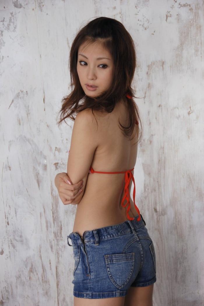 【ホットパンツエロ画像】余裕で抜けるホットパンツをはいた女の子たちwww 11