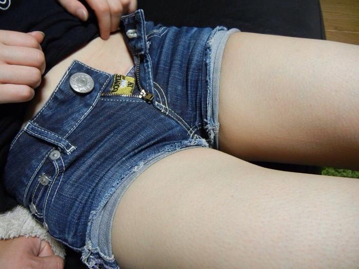 【ホットパンツエロ画像】余裕で抜けるホットパンツをはいた女の子たちwww 13