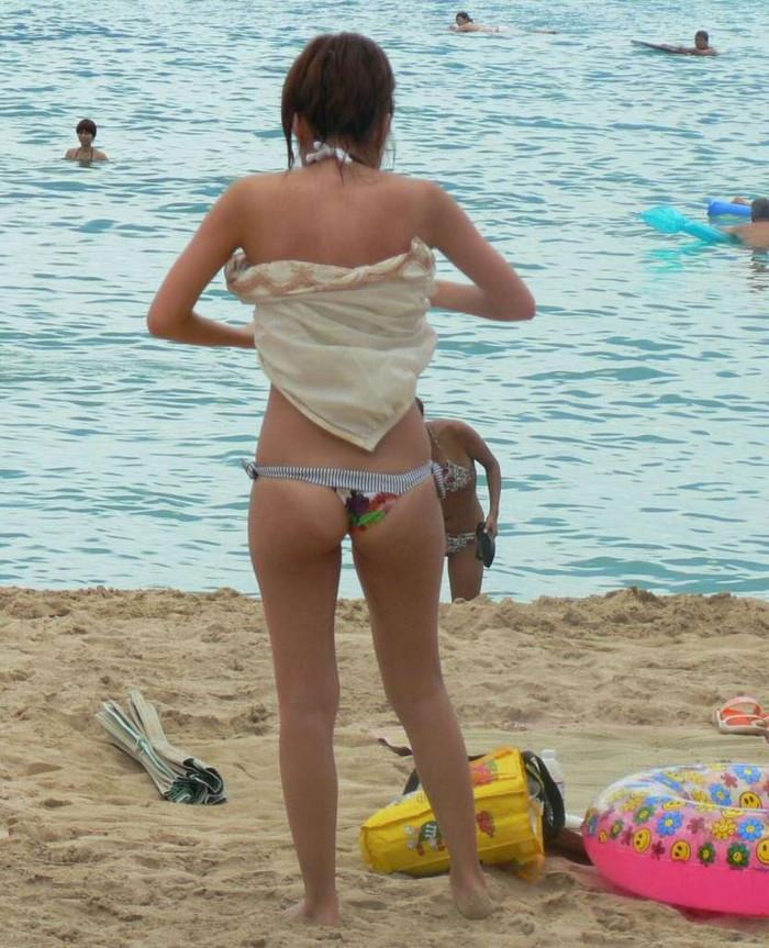 【水着ハプニングエロ画像】水着の女の子たちの予想だにしなかったエロハプニング! 07