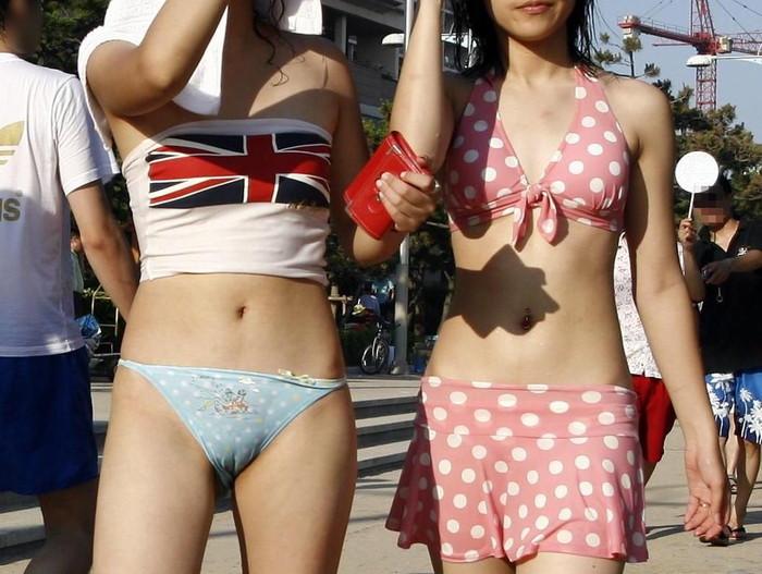 【水着ハプニングエロ画像】水着の女の子たちの予想だにしなかったエロハプニング! 21