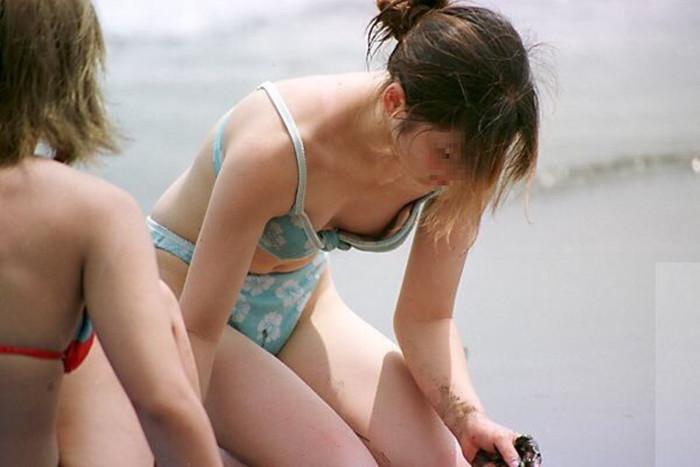 【水着ハプニングエロ画像】水着の女の子たちの予想だにしなかったエロハプニング! 23