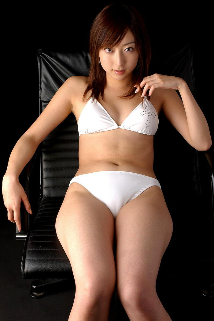 【マンスジエロ画像】女の子の股間に一本の筋!これぞ女の子の証だろ!? 14