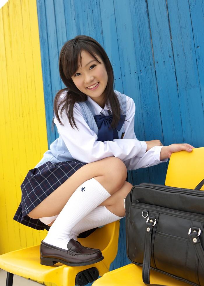 【制服コスプレエロ画像】コスプレといえども現役で通用しそうなJKコスプレの女の子! 09