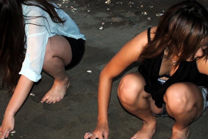 【胸チラエロ画像】素人娘たちのゆるんだ胸元を狙い撃ちした結果www 16