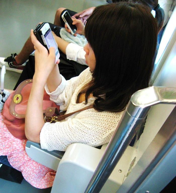 【電車内盗撮エロ画像】油断した女の子を電車内で盗撮しまくった結果www 02