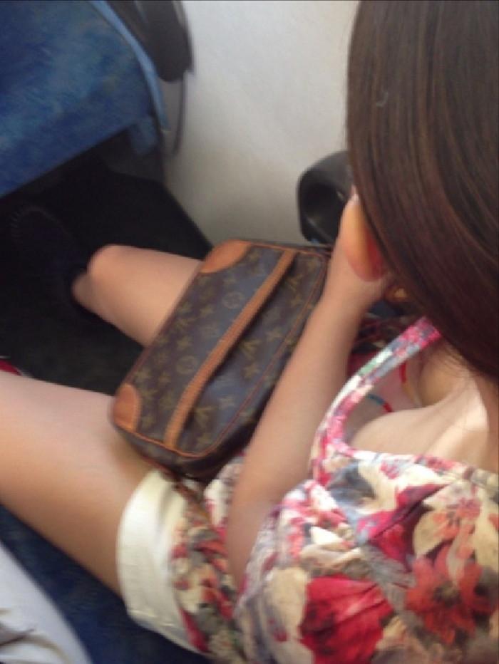 【電車内盗撮エロ画像】油断した女の子を電車内で盗撮しまくった結果www 12