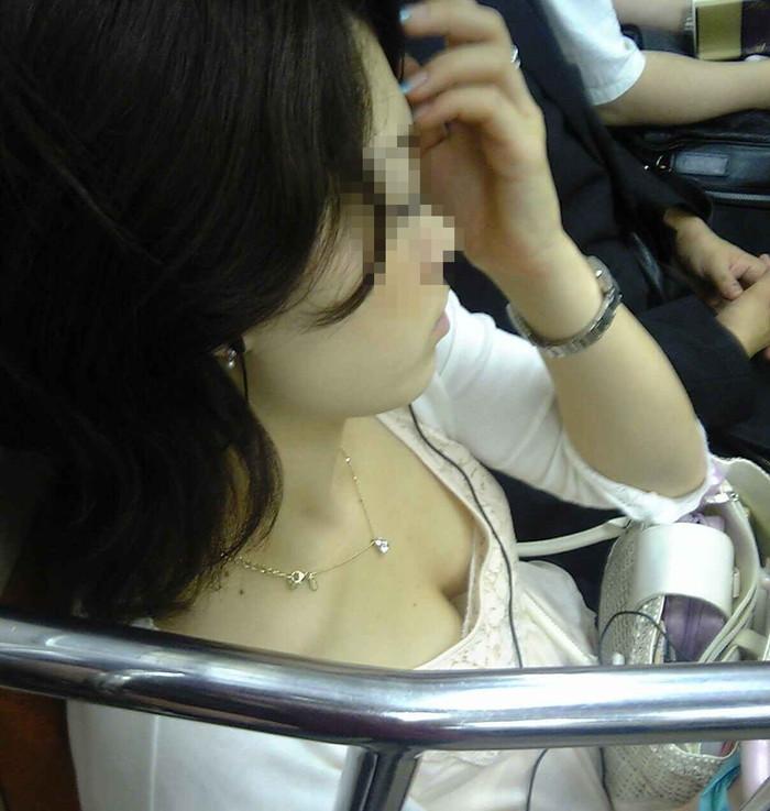 【電車内盗撮エロ画像】油断した女の子を電車内で盗撮しまくった結果www 23