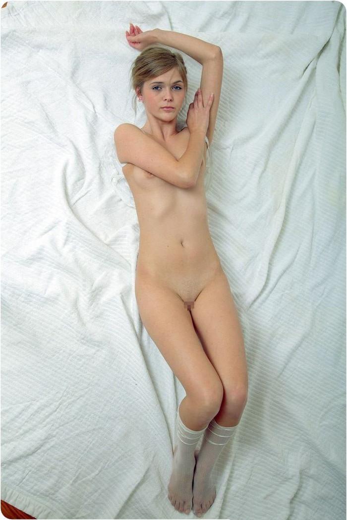 【海外パイパンエロ画像】美しすぎる海外ヌード!綺麗すぎるパイパンマンコwww 11