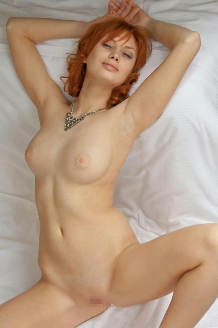 【海外パイパンエロ画像】美しすぎる海外ヌード!綺麗すぎるパイパンマンコwww 15