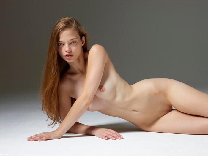 【海外パイパンエロ画像】美しすぎる海外ヌード!綺麗すぎるパイパンマンコwww 16