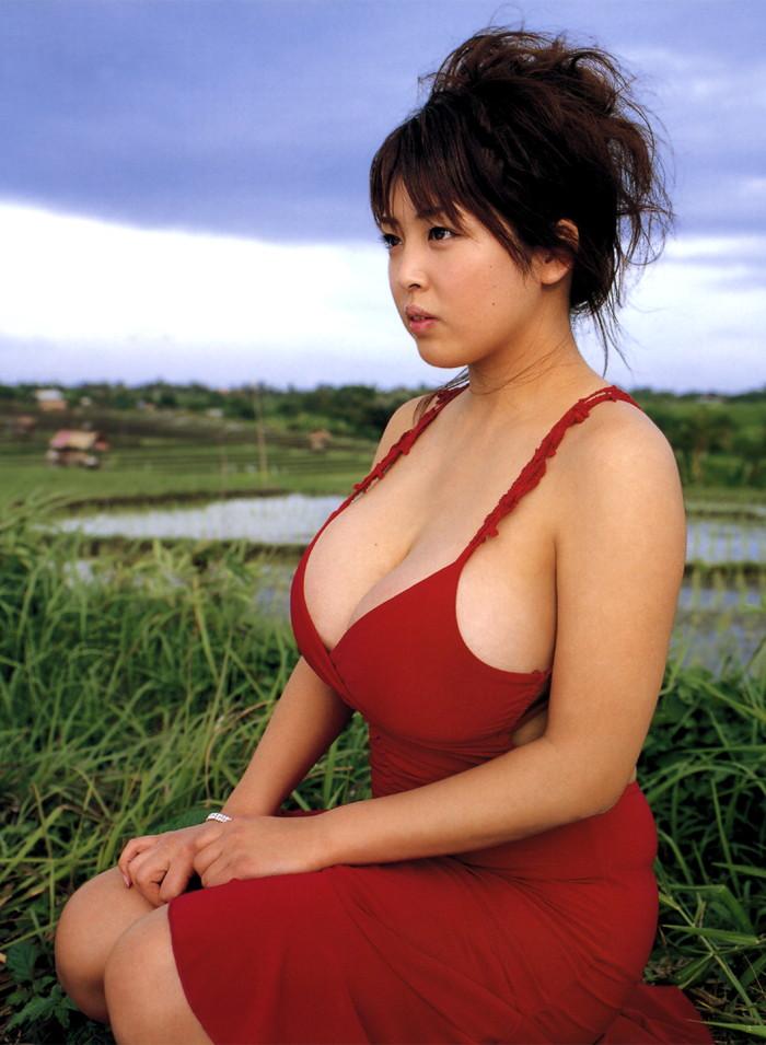 【着衣おっぱいエロ画像】着衣を着ていてもアピール絶大な着衣巨乳のまんさんw 02