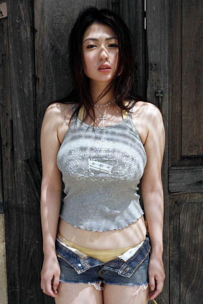 【着衣おっぱいエロ画像】着衣を着ていてもアピール絶大な着衣巨乳のまんさんw 05