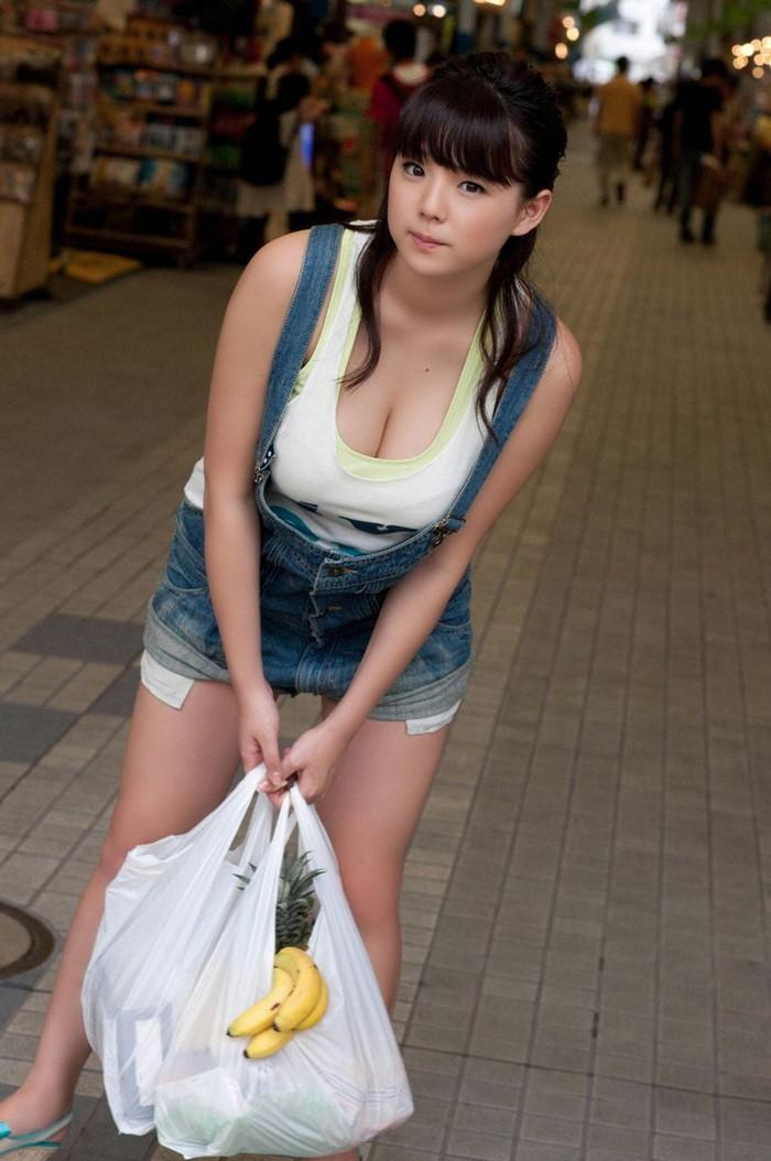 【着衣おっぱいエロ画像】着衣を着ていてもアピール絶大な着衣巨乳のまんさんw 12