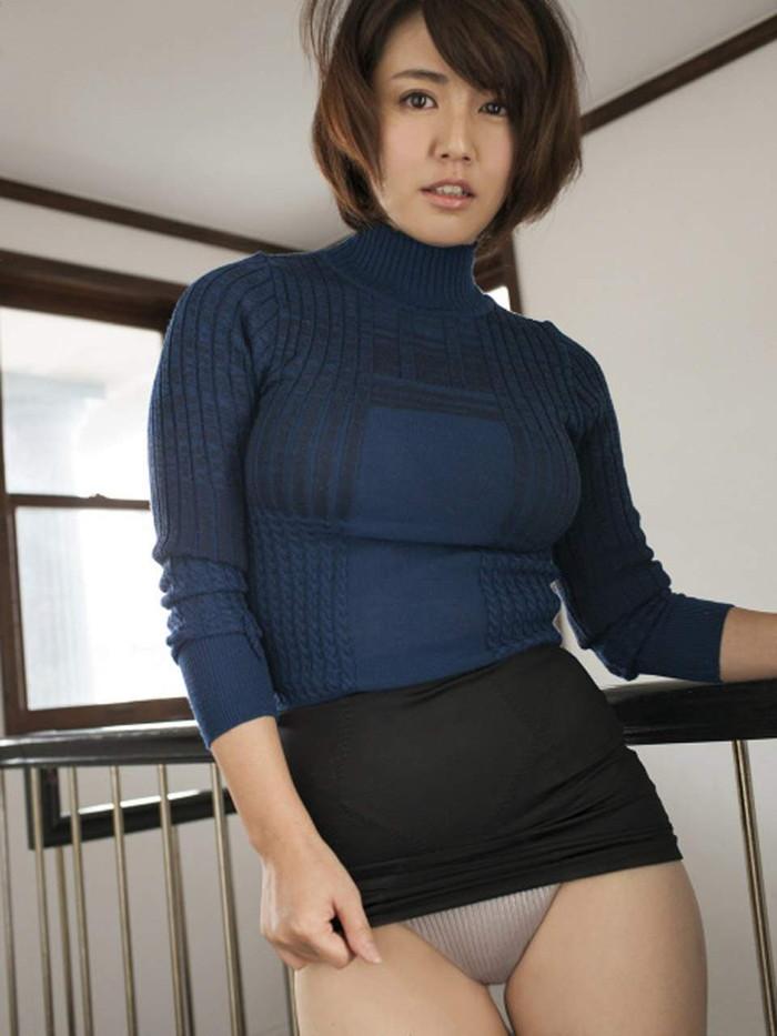 【着衣おっぱいエロ画像】着衣を着ていてもアピール絶大な着衣巨乳のまんさんw 15