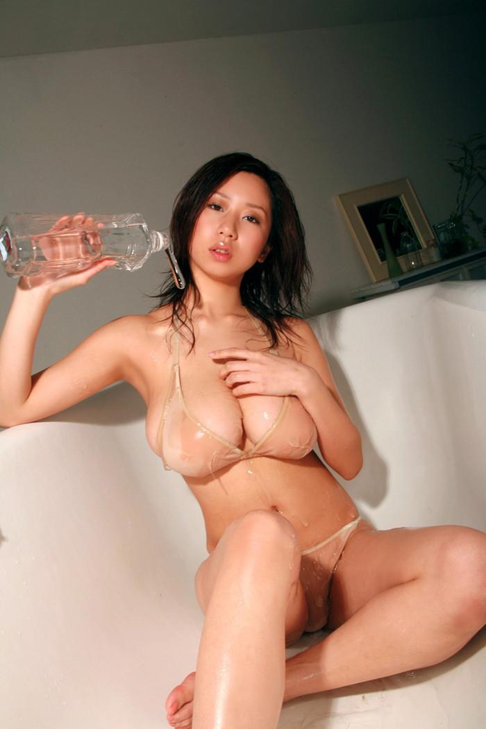 【ローションエロ画像】ローションでヌルテカになった女の子の裸って妙に勃起するw 09