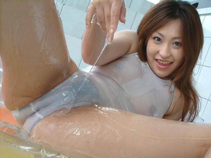 【ローションエロ画像】ローションでヌルテカになった女の子の裸って妙に勃起するw 20