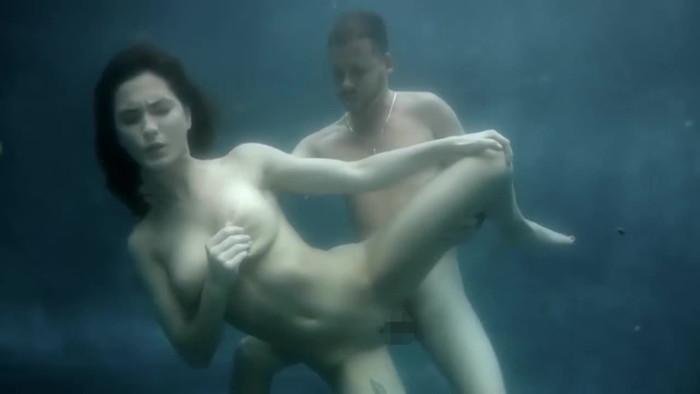 【水中セックスエロ画像】水中で合体している!?こんな状況下でもセックスしちゃうやつwww 02