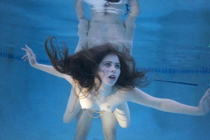 【水中セックスエロ画像】水中で合体している!?こんな状況下でもセックスしちゃうやつwww 25