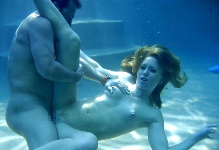 【水中セックスエロ画像】水中で合体している!?こんな状況下でもセックスしちゃうやつwww 26