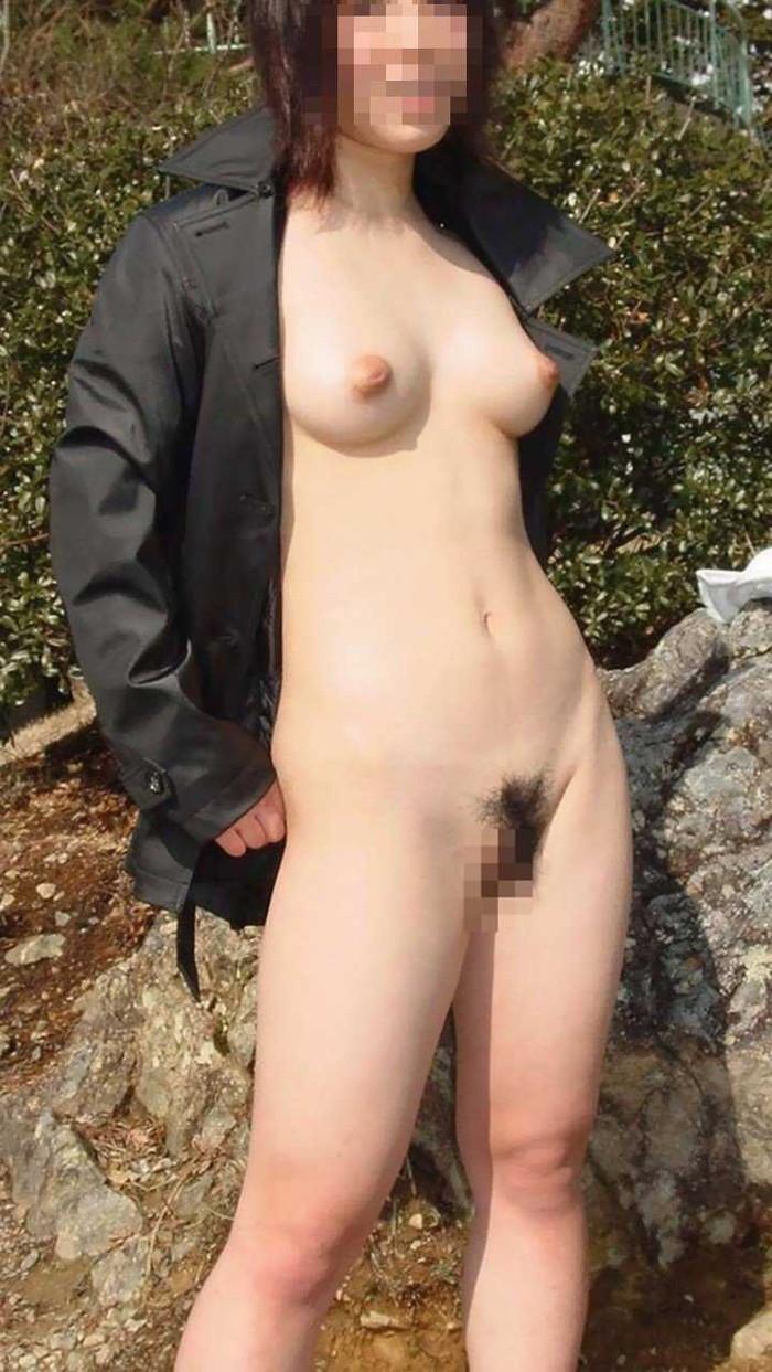 【野外露出エロ画像】素人娘たちの大胆野外露出!今年もすごいぞ素人娘! 20