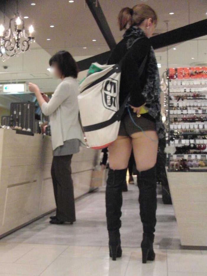 【ホットパンツエロ画像】街中でよく見かけるホットパンツもこうしてみるとエロいな! 04