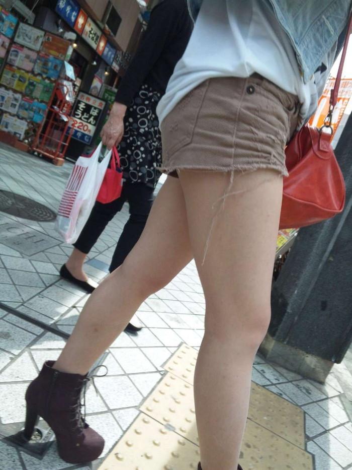 【ホットパンツエロ画像】街中でよく見かけるホットパンツもこうしてみるとエロいな! 09