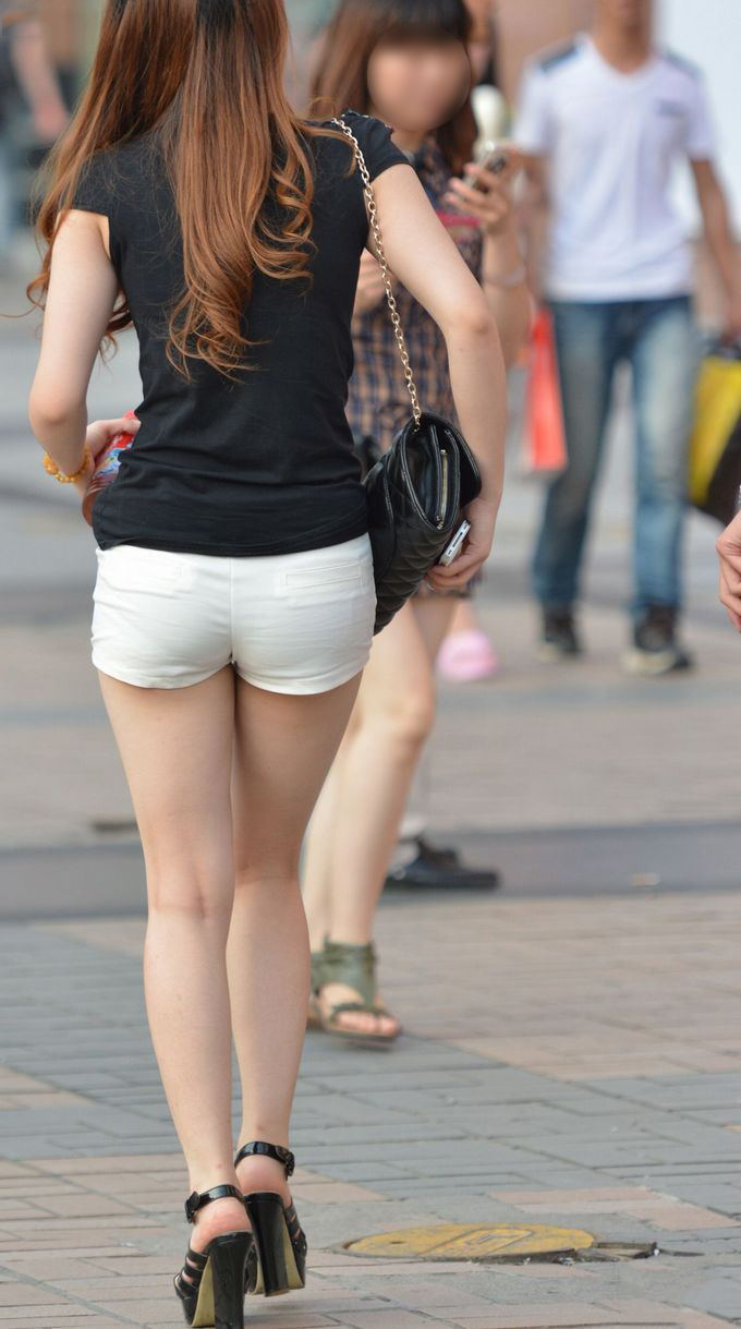 【ホットパンツエロ画像】街中でよく見かけるホットパンツもこうしてみるとエロいな! 11