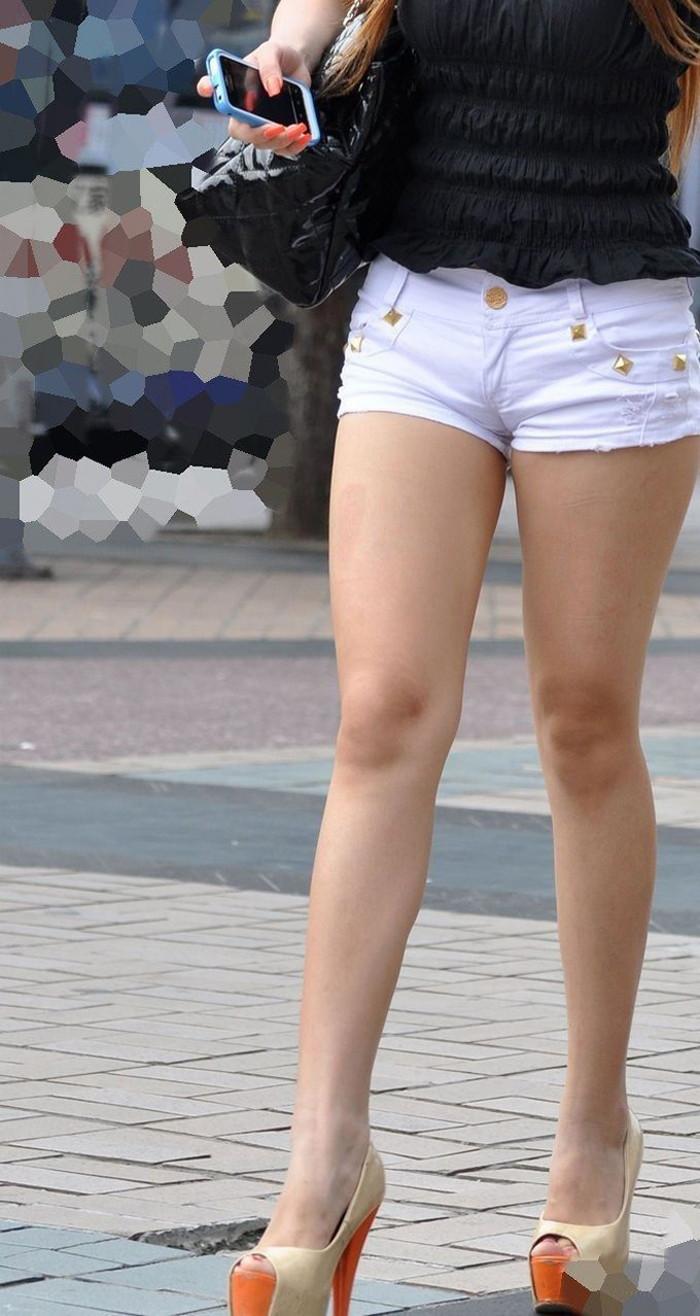 【ホットパンツエロ画像】街中でよく見かけるホットパンツもこうしてみるとエロいな! 16