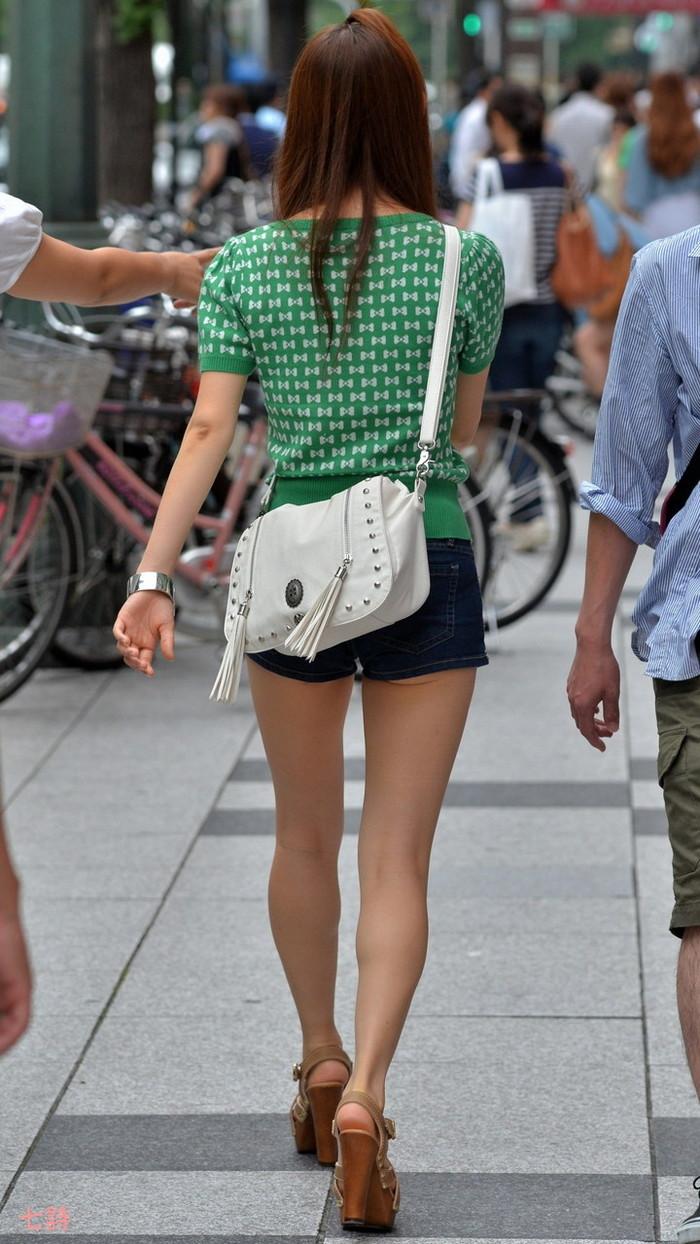 【ホットパンツエロ画像】街中でよく見かけるホットパンツもこうしてみるとエロいな! 18