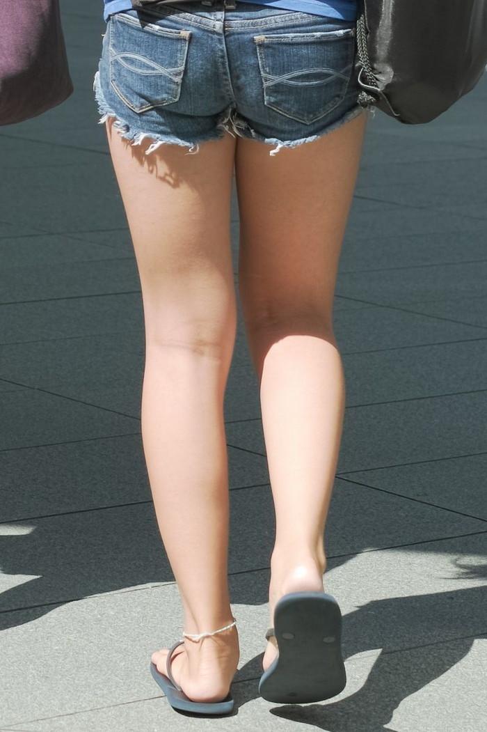【ホットパンツエロ画像】街中でよく見かけるホットパンツもこうしてみるとエロいな! 23