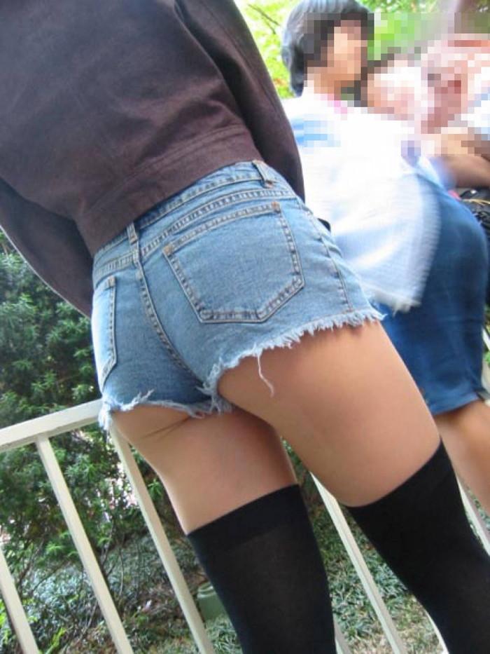 【ホットパンツエロ画像】街中でよく見かけるホットパンツもこうしてみるとエロいな! 24