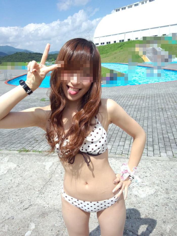 【素人水着エロ画像】素人娘たちの生々しい水着姿って興奮するよな? 14